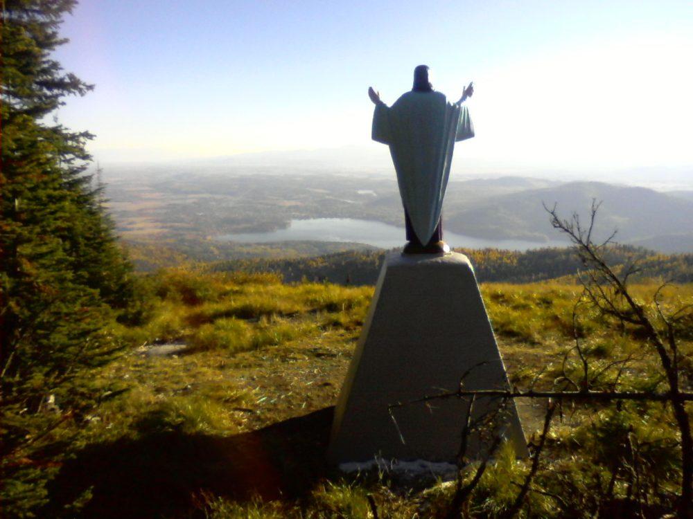 jesus-overlooking-valley
